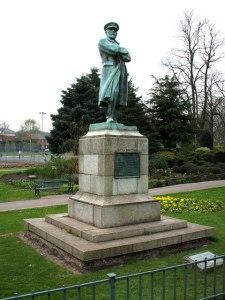 edward-john-smith-statue