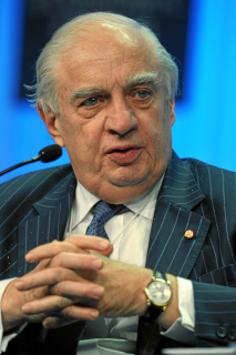 File source: http://commons.wikimedia.org/wiki/File:Peter-Sutherland-2011.jpg